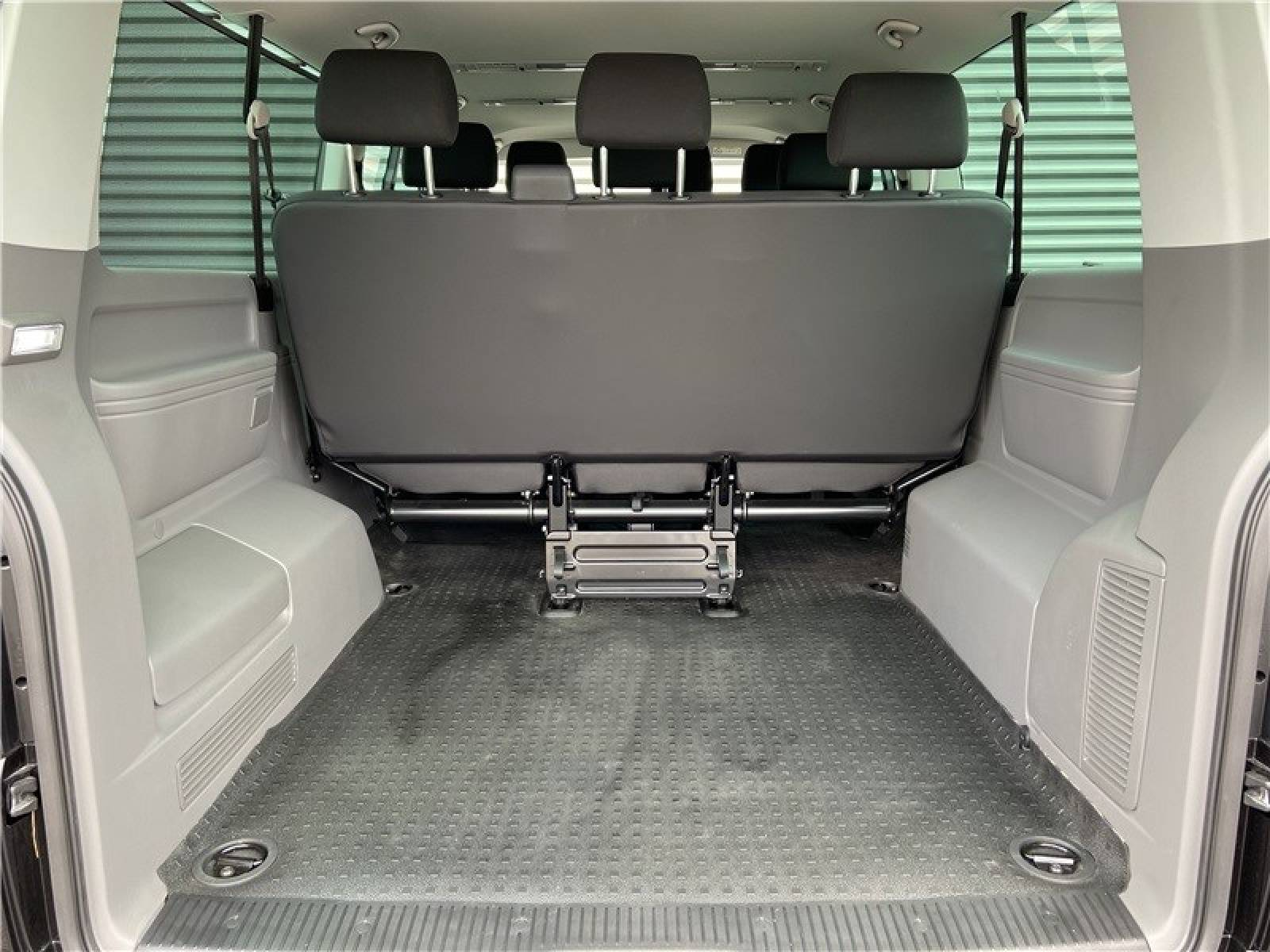 VOLKSWAGEN UTILITAIRES Caravelle 6.1 2.0 TDI 150 BMT Longue DSG7 - véhicule d'occasion - LEMAUVIEL AUTOMOBILES - Présentation site web V2 - Lemauviel Automobiles - VIRE - 14500 - VIRE - 11