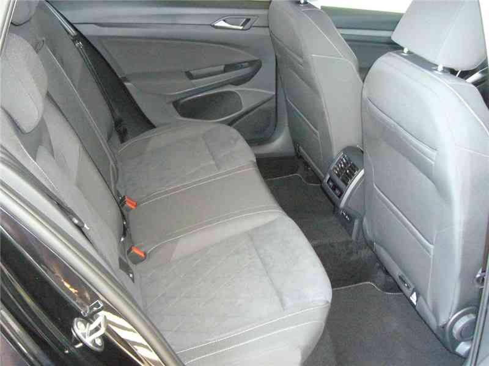 VOLKSWAGEN Golf SW 2.0 TDI SCR 115 DSG7 - véhicule neuf - LEMAUVIEL AUTOMOBILES - Présentation site web V2 - Lemauviel automobiles - AVRANCHES - 50300 - LE VAL-SAINT-PÈRE - 6